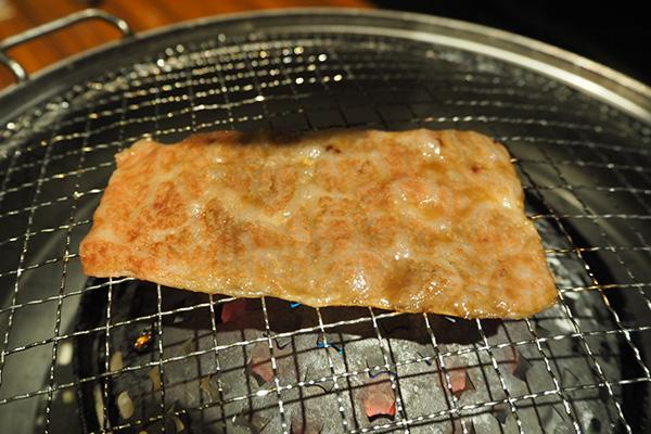 ③お肉の表面がぷくぷくしてきたら裏返して焼きます。(片面焼きでも大丈夫!)